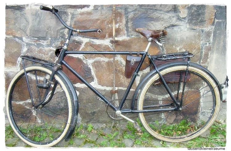 schwarzes nostalgie old school fahrrad postfahrrad. Black Bedroom Furniture Sets. Home Design Ideas