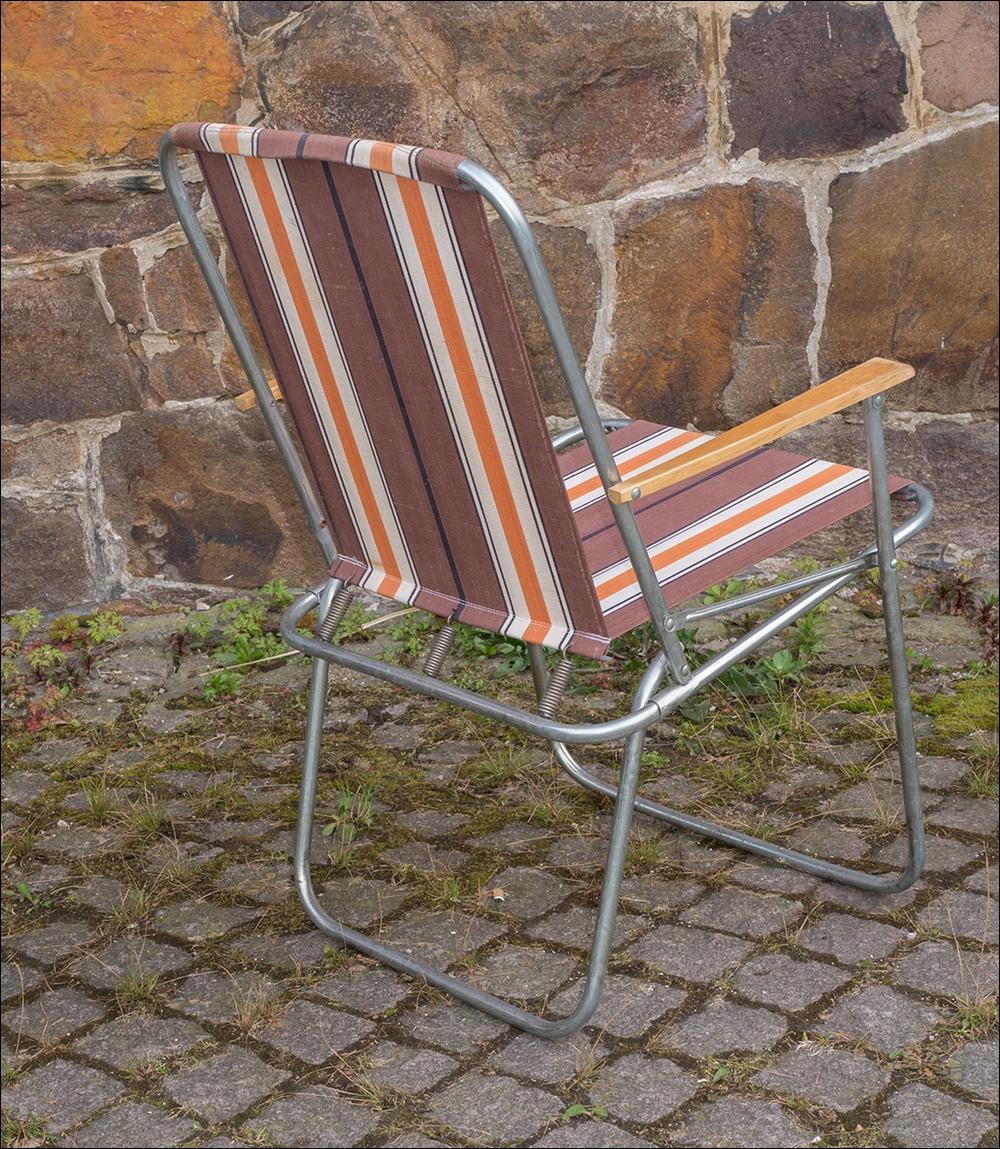 Ddr alu campingst hle mit holzarmlehnen alu klapptisch for Garten 70er jahre
