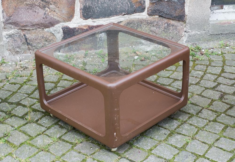 kultiger brauner w rfel tisch aus plastik ddr 70er jahre passend zum sitzei ebay. Black Bedroom Furniture Sets. Home Design Ideas