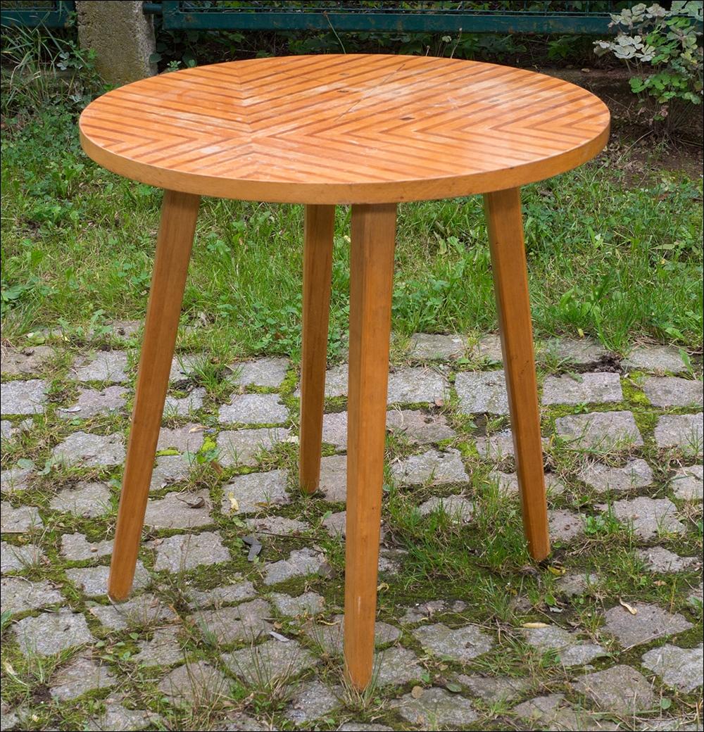 kleiner runder tisch vintage tische kleiner runder tisch beistelltisch kleiner runder tisch. Black Bedroom Furniture Sets. Home Design Ideas
