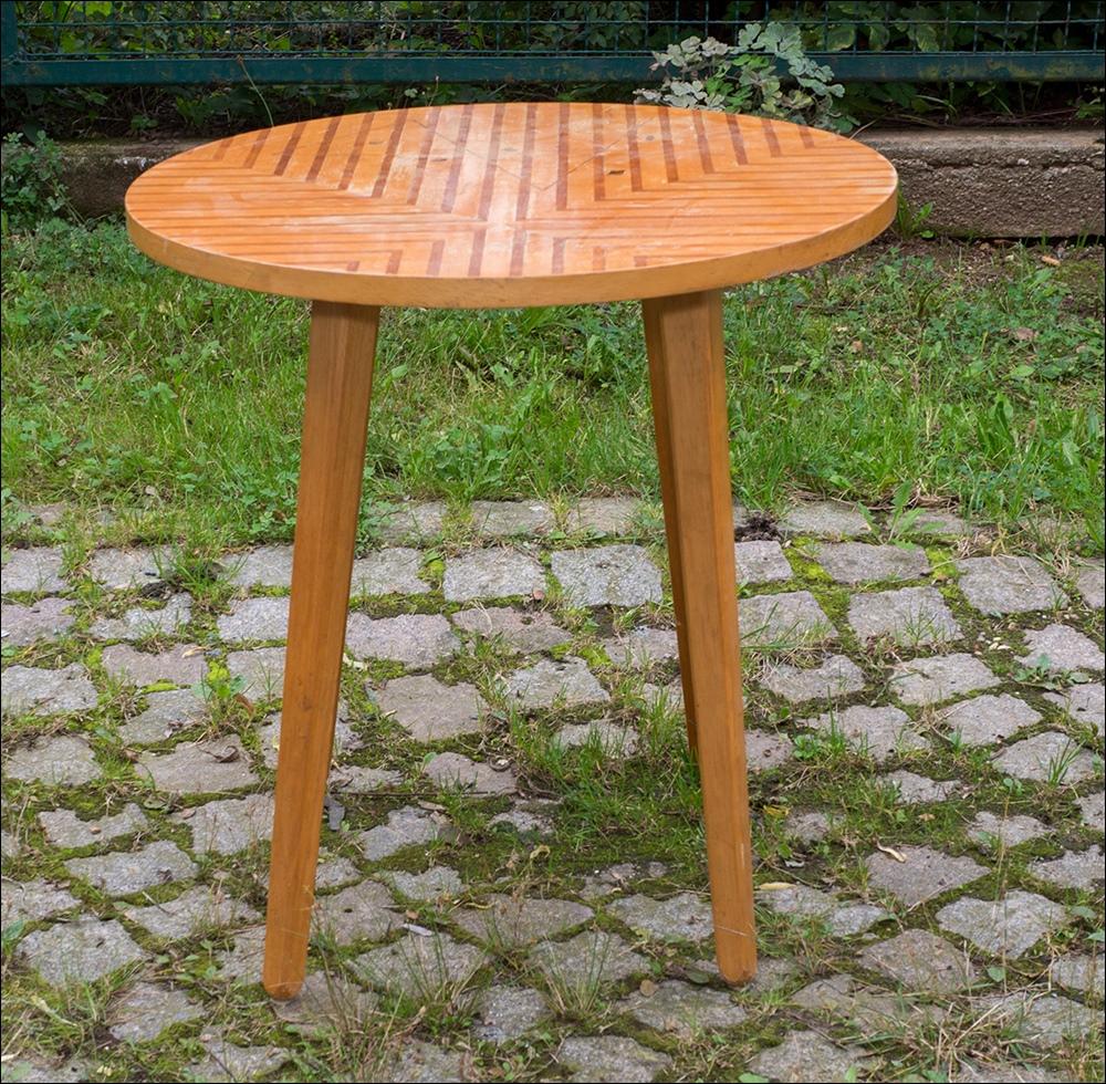 Kultiger kleiner beistelltisch runder tisch vintage for Runder kleiner tisch