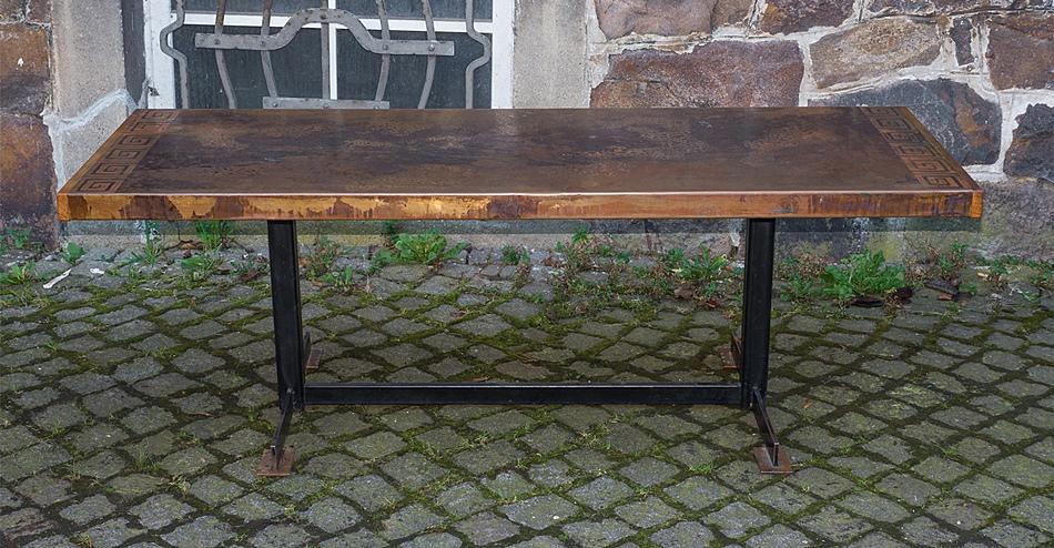 Design couchtisch lounge tisch mit schwerer kupferplatte for Design tisch 70er